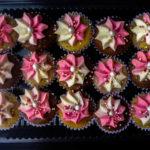 minicupcakes y cupcakes con crema caprichitos dulces